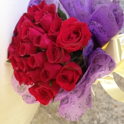 QF0852-roses hand bouquet flowers