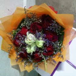 QF0865-roses hand bouquet flowers