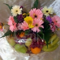 QF1146-Mixed Daisies Gerberas Fruits Basket