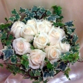 QF1156-Roses with ivy leaves table arrangement