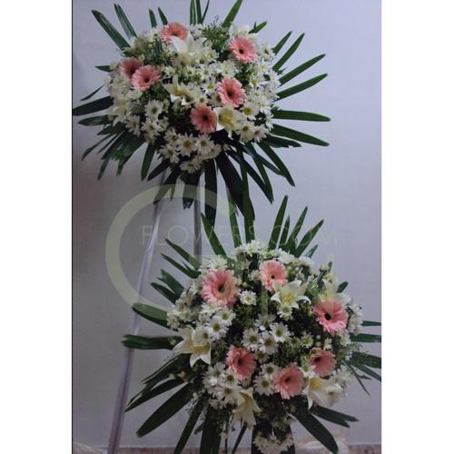 QF1179-wreath lilies daisies