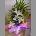 QF1183-white lilies hand bouquet