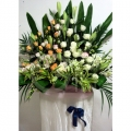 QF1196-white lilies orchid roses wreath flower stand